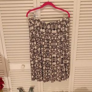 LuLaRoe skirt. Black and White floral print.